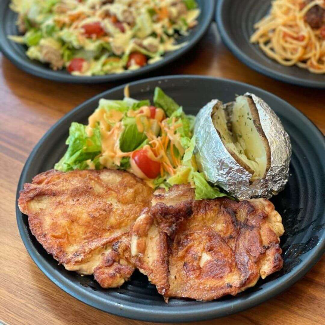 A photograph of Reedz Cafe Grilled Chicken